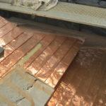 庇銅板葺工事途中
