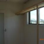物入(西側マド、棚板、パイプハンガー、入口ドア)